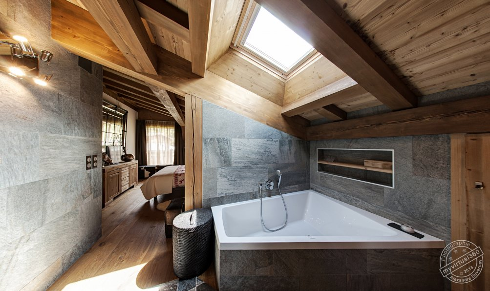 Bathroom in Holiday Chalet for rent Megeve France