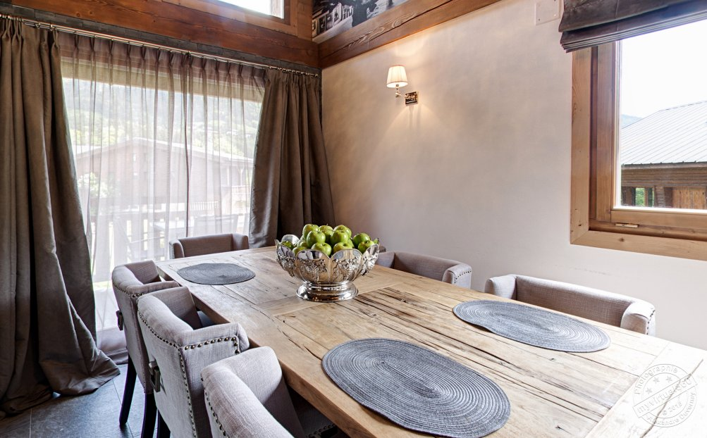 Chalet for sale in Megeve France hall 02