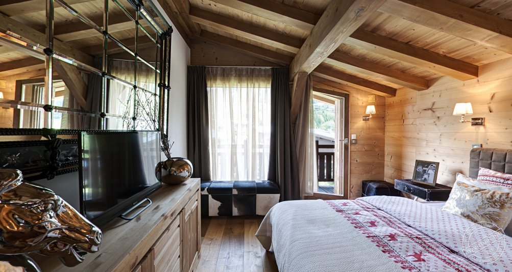 Master bedroom in Holiday Chalet for rent Megeve France