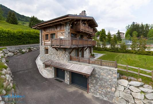 Holiday-chalet-for-rent-Megeve-France-road