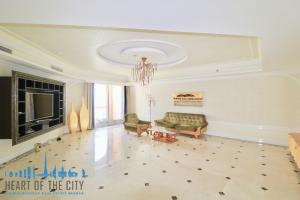 Living room in Apartment for sale at Taj Grandeur Residences at Palm Jumeirah in Dubai