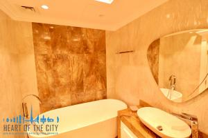 Bathroom in Apartment for sale at Taj Grandeur Residences at Palm Jumeirah in Dubai