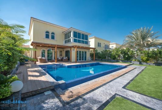 villa for sale at Jumeirah park in dubai