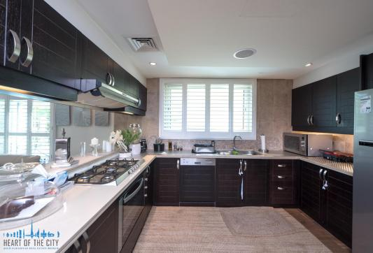 kitchen in villa for sale at Jumeirah park in dubai