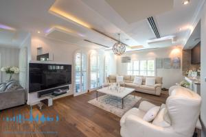 living room in villa for sale at Jumeirah park in dubai