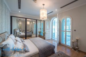 bedroom in villa for sale at Jumeirah park in dubai