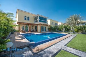 Villa for rent at Jumeirah Park in Dubai