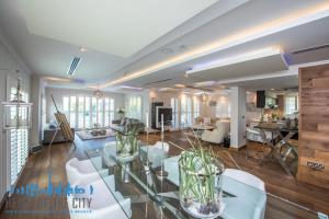 Dining room in Villa for rent at Jumeirah Park in Dubai