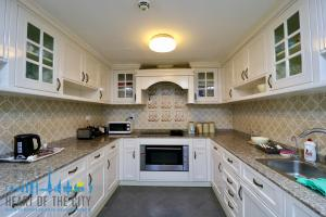 Kitchen in holiday apartment for rent at Sadaf JBR Dubai