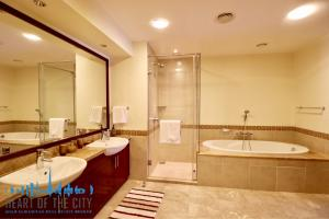 Bathroom in holiday apartment in Fairmont Residence at Palm Jumeirah Dubai