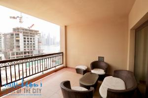 Balcony in holiday apartment in Fairmont at Palm_Jumeirah in Dubai