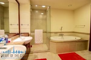 Bathroom in holiday apartment in Fairmont at Palm_Jumeirah in Dubai
