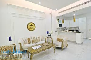 Living room in apartment for sale in Vincitore Boulevard at Arjan