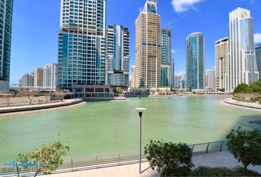 Lake next to Preatoni Tower (Dubai Star) at JLT Dubai