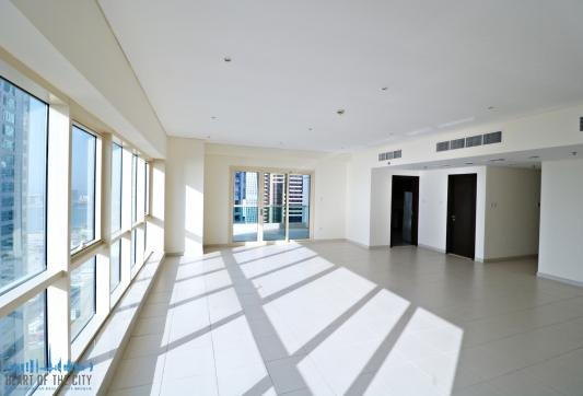 Living room in Apartment for sale Royal Oceanic Dubai Marina