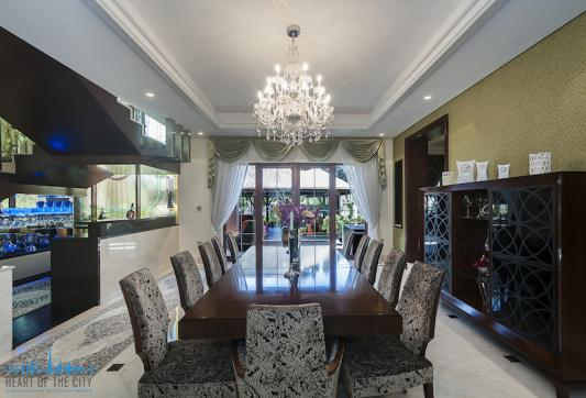 Dining room in Jumeirah Mansions Villa for sale at Jumeirah Islands