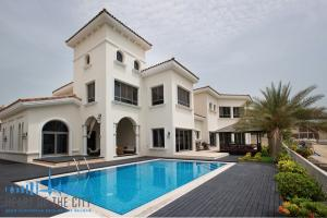 Signature Villa for sale at Frond P of Palm Jumeirah in Dubai