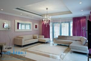 Living room in Signature Villa for sale at Frond P of Palm Jumeirah